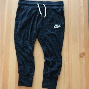 Nike Cropped Sweatpants